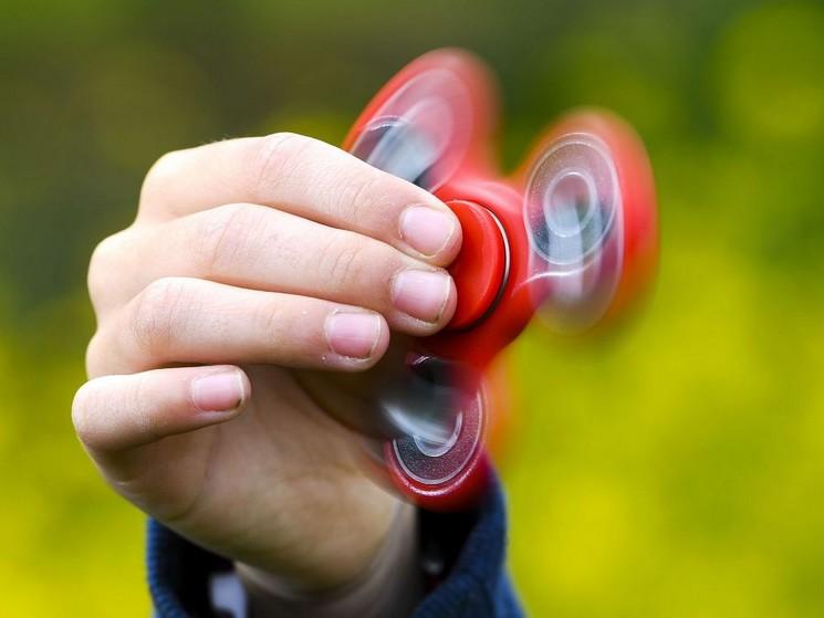2-hand-spinner